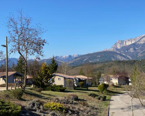 Mobil-homes du Domaine le Couriou : Camping dans la Drôme